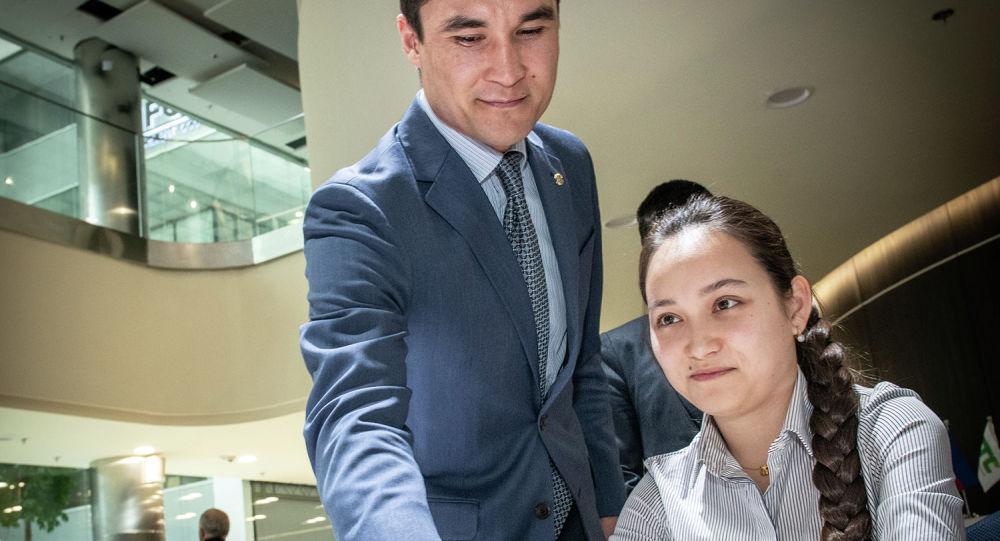 Серик Сапиев сделал первый ход на доске Жансаи Абдумалик против венгерской шахматистки Хоанг Тхань Чанг