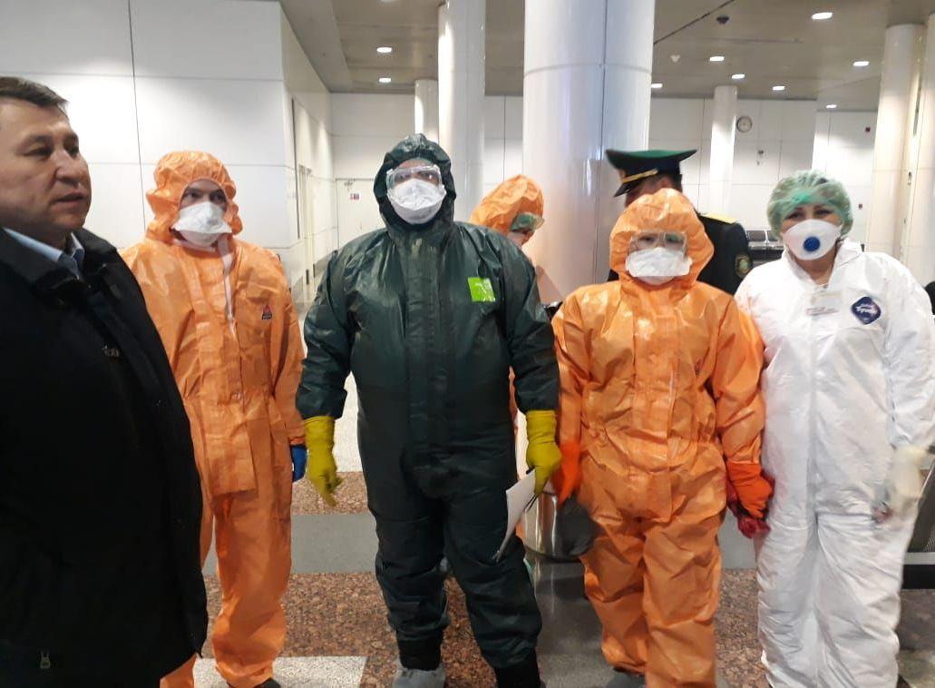 Гражданина Украины с подозрением на холеру сняли с рейса в аэропорту Астаны
