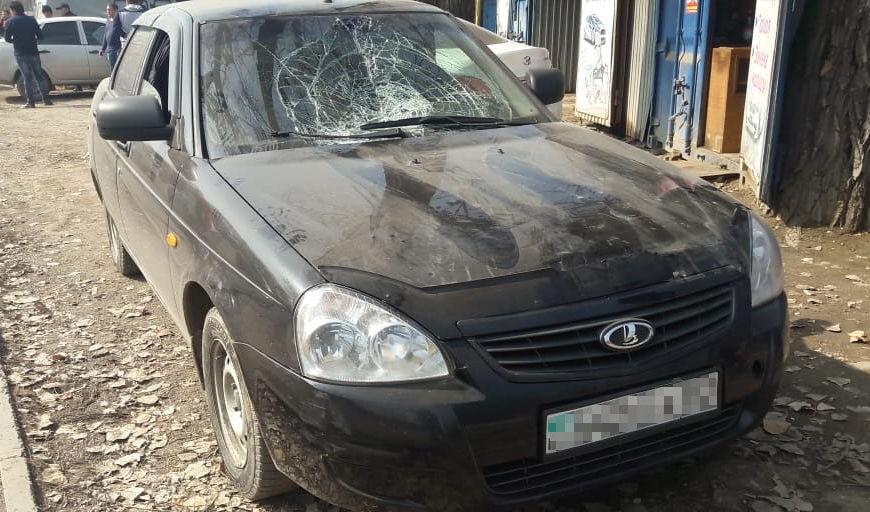 Автомобиль сбил двух дорожных рабочих