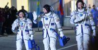 Члены основного экипажа 59/60-й экспедиции на МКС астронавт NASA Кристина Кох, космонавт Роскосмоса Алексей Овчинин и астронавт NASA Ник Хейг (слева направо)