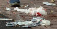 Окровавленные бинты на дороге после стрельбы в мечети Аль-Нур, Новая Зеландия