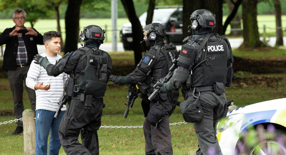 Сотрудники спецслужб на месте стрельбы возле мечетей в Новой Зеландии