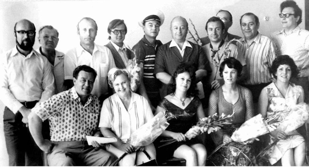 Қарағанды музыкалық комедия театрының труппасы, архивтегі сурет