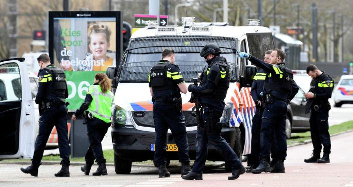 Неизвестный открыл стрельбу в трамвае в городе Утрехт, Нидерланды. Кадры с места события