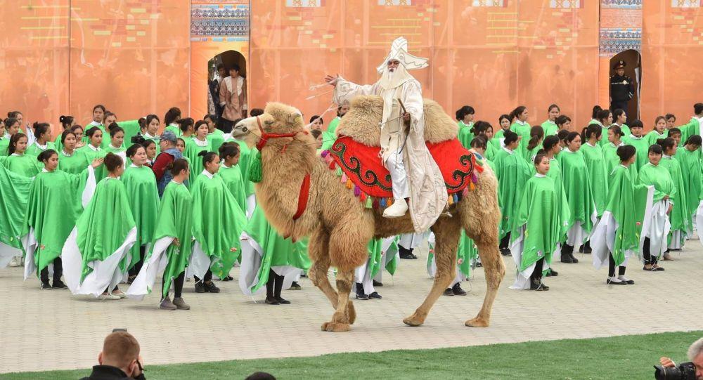Празднование Наурыза в Туркестане, архивное фото