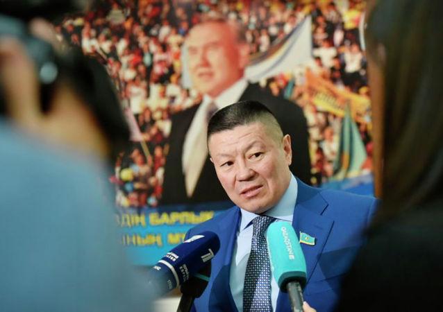 Депутат Смагул Бахытбек