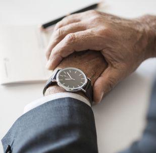 Часы, иллюстративное фото