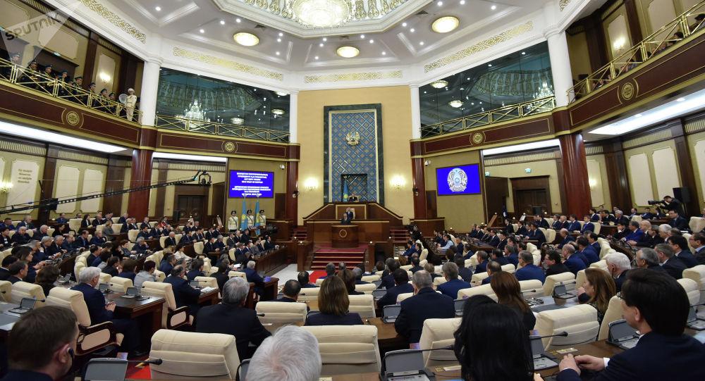 Заседание палат парламента РК