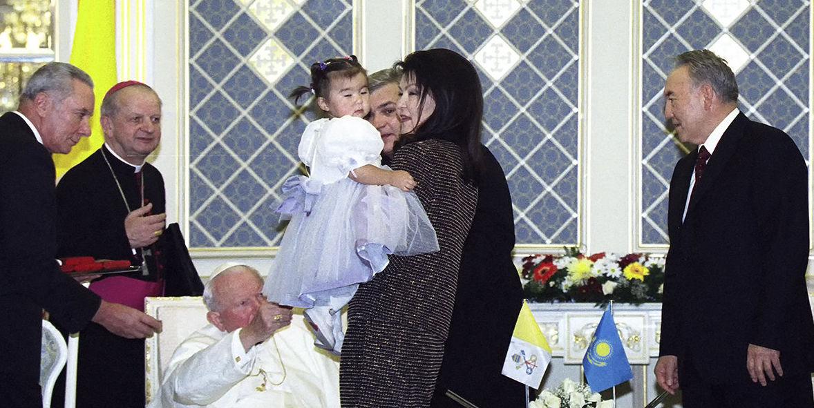 Визит Папы Римского Иоанна Павла II по приглашению Президента Казахстана Нурсултана Назарбаева в 2001 году в Астану