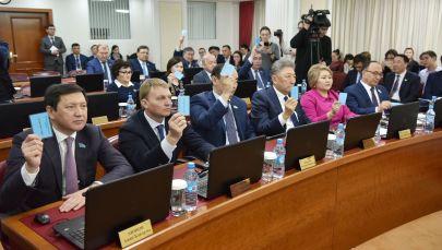Депутаты маслихата Астаны принимают решение о переименовании столицы Казахстана