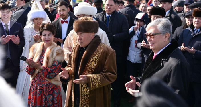 Қазақстанның тұңғыш президенті Нұрсұлтан Назарбаев Наурыз күні үйленген жас жұбайларға бата берді