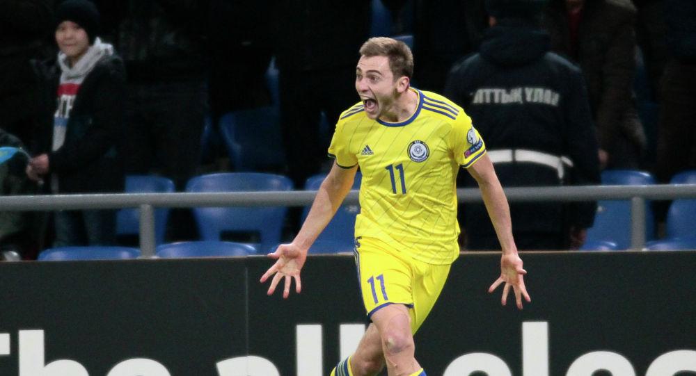 Нападающий сборной Казахстана Вороговский празднует гол в ворота Шотландии
