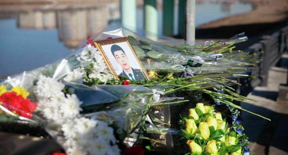 Казахский народ лишился батыра: глава МВД обратился к матери полицейского из Атырау