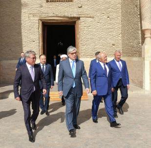 Президент Казахстана Касым-Жомарт Токаев посетил мавзолей Ходжа Ахмеда Яссави