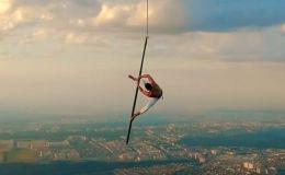 Рole dance на высоте 1 500 метров - невероятный трюк с риском для жизни