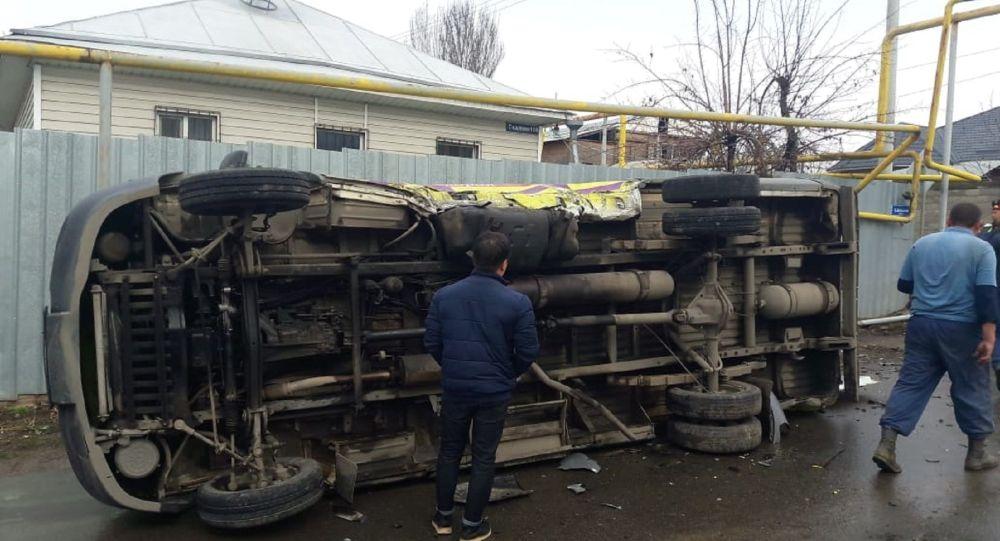 ДТП с участием скорой в Алматы
