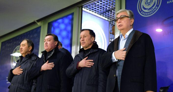 Матч Казахстан - Россия. Отборочный цикл Евро-2020. Слева направо: Бакытжан Сагинтаев, Аскар Мамин, Адильбек Джаксыбеков, Касым-Жомарт Токаев