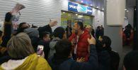 Артем Дзюба сделал селфи с болельщиками после матча Казахстан - Россия в Нур-Султане