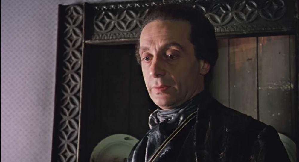Актер Нодар Мгалоблишвили в роли графа Калиостро из фильма Формула любви
