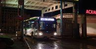 Автобус №23 выходит на маршрут из автопарка