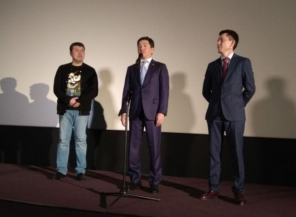 Аким Алматы встретился с астанчанами в кино