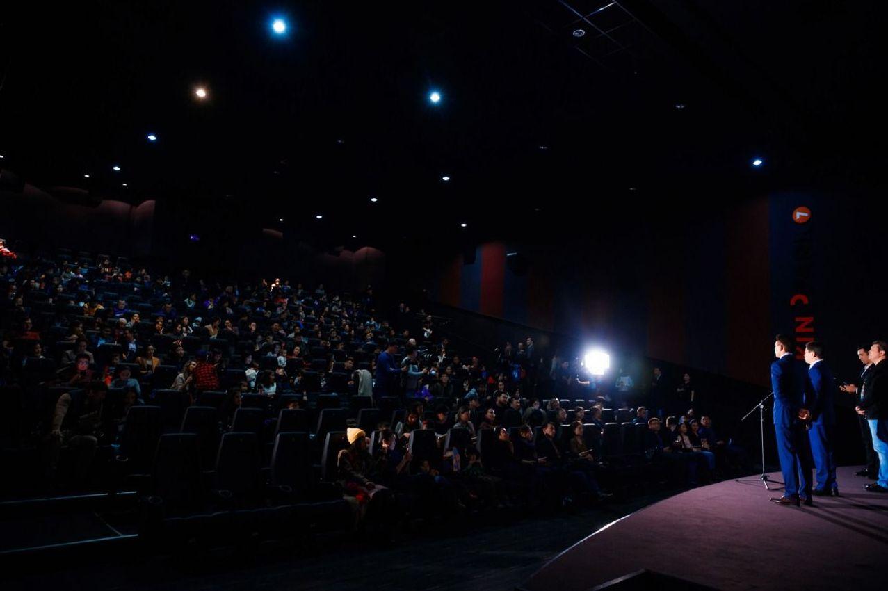 Аким Алматы Бауыржан Байбек посетил показ фильма Дамбо в Нур-Султане