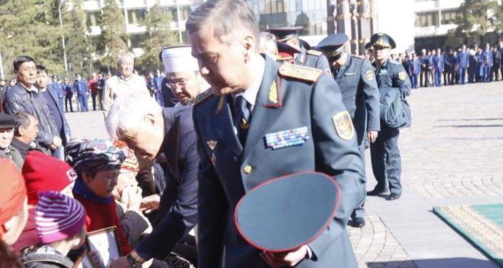 Министр обороны Казахстана Нурлан Ермекбаев выразил соболезнования близким погибших военных