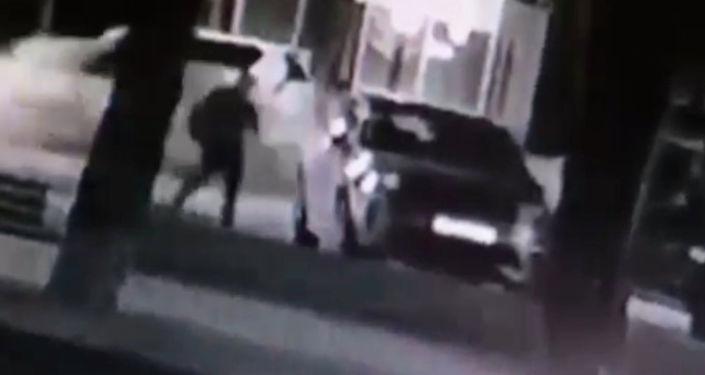 Видео кражи автозеркал у Баландина