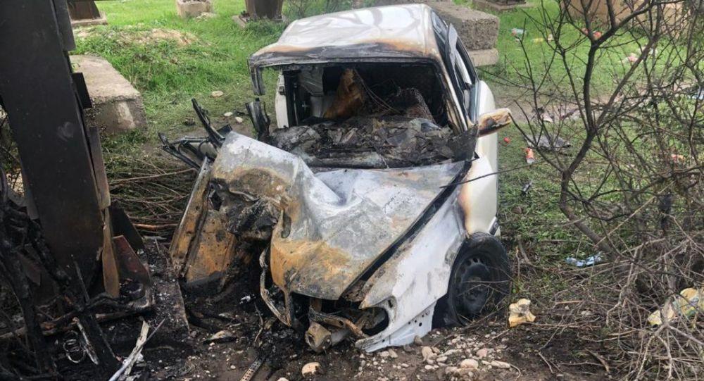 Автомобиль врезался в опору моста на трассе на юге Казахстана
