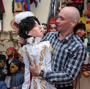 Мастер по изготовлению театральных кукол Николай Проскурин