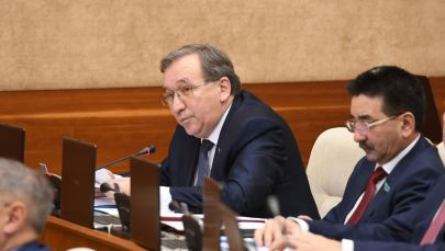 Депутат мажилиса от фракции Акжол Кенес Абсатиров