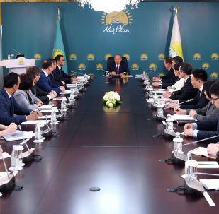 Нұр Отан партиясының төрағасы Нұрсұлтан Назарбаев отырыс өткізді