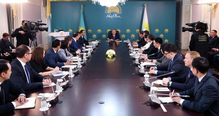 Председатель партии Нур Отан Нурсултан Назарбаев провел совещание с участием руководителей структурных подразделений центрального аппарата партии