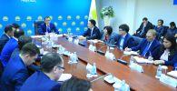 Первый заместитель Председателя партии «Nur Otan» Маулен Ашимбаев провел совещание с участием руководителей структурных подразделений Центрального аппарата партии и представителей региональных филиалов