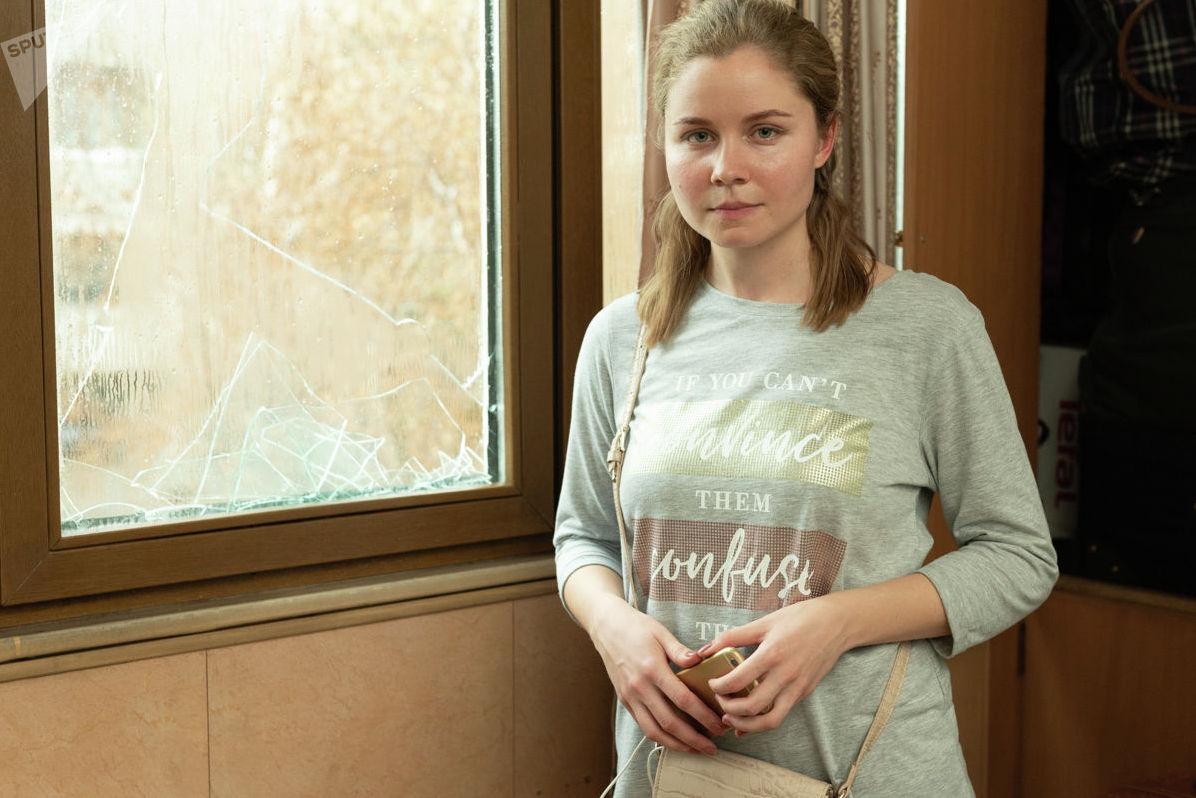Ксения Бурдина взяла на себя обязанности по восстановлению квартиры в то время, когда ее родители получают лечение в ожоговом отделении больницы