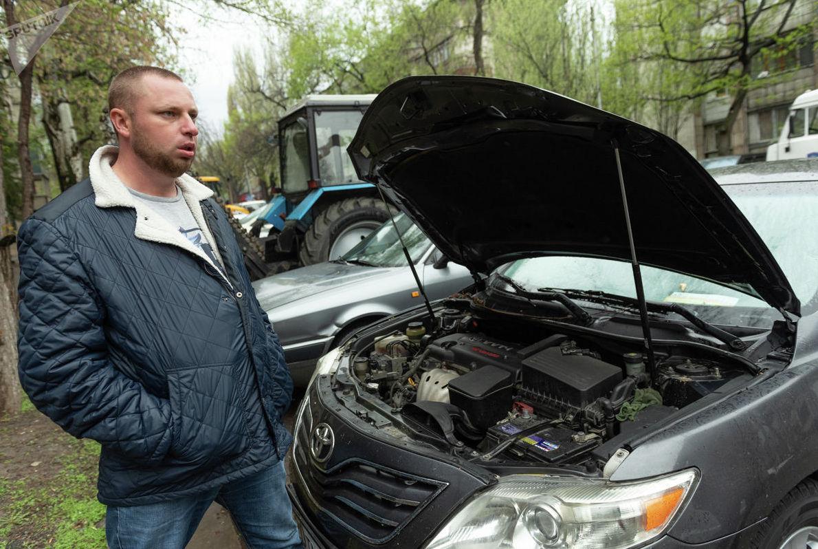 Автомобиль Максима оказался в числе подтопленных, сейчас мужчина подсчитывает сумму ущерба