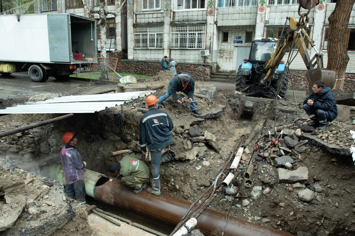 Как -заявили в ТОО Алматинские тепловые сети, трубопровод, где произошел прорыв, эксплуатируется 27 лет