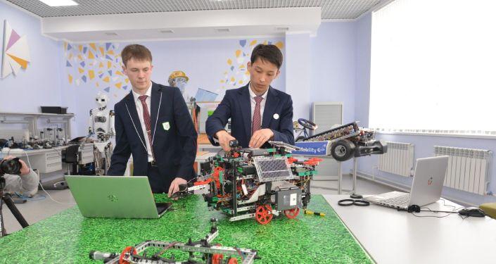 Школьники в Петропавловске создали робота для полевых работ на других планетах