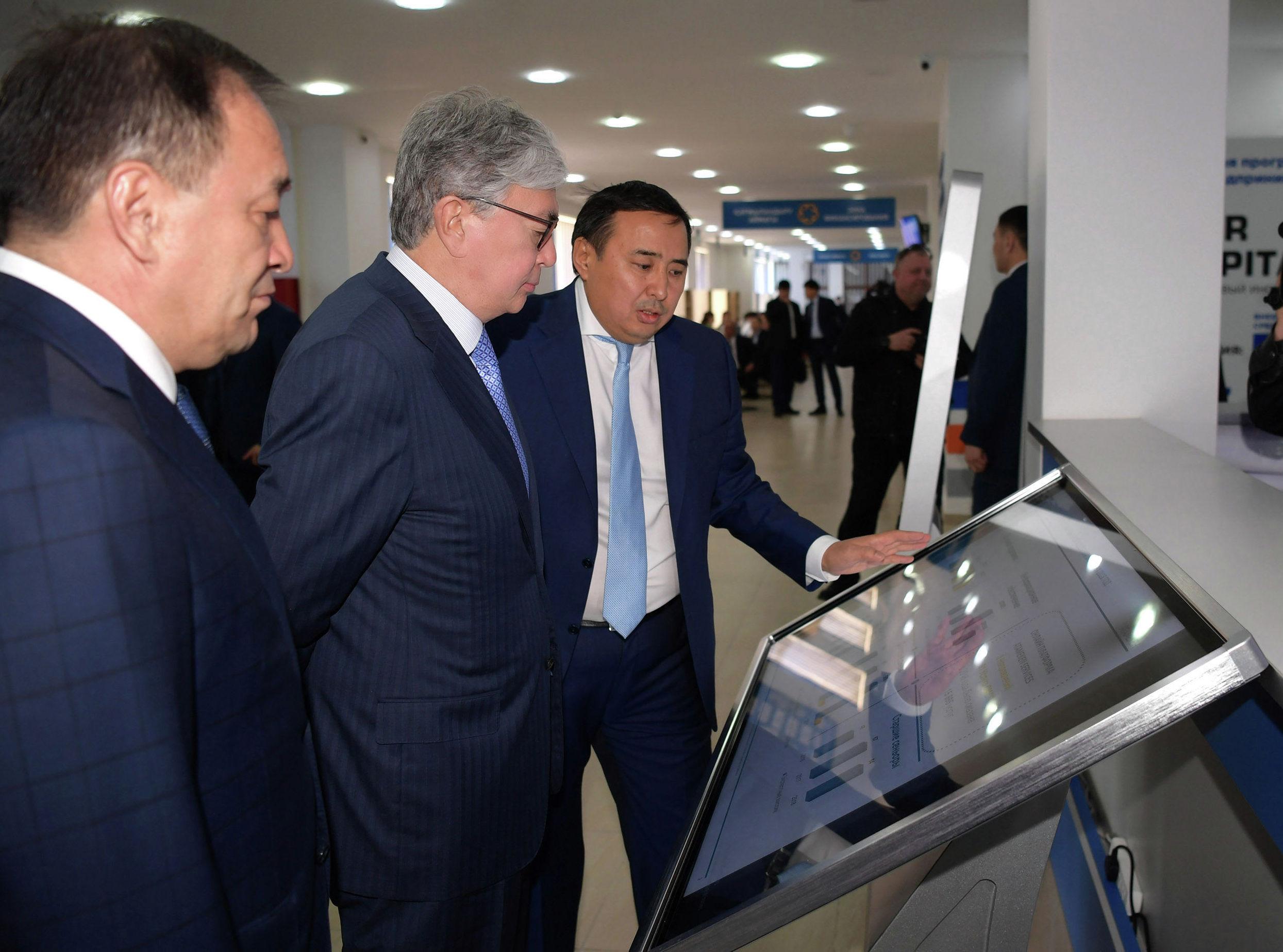 Касым-Жомарт Токаев посетил центр обслуживания предпринимателей в Актау