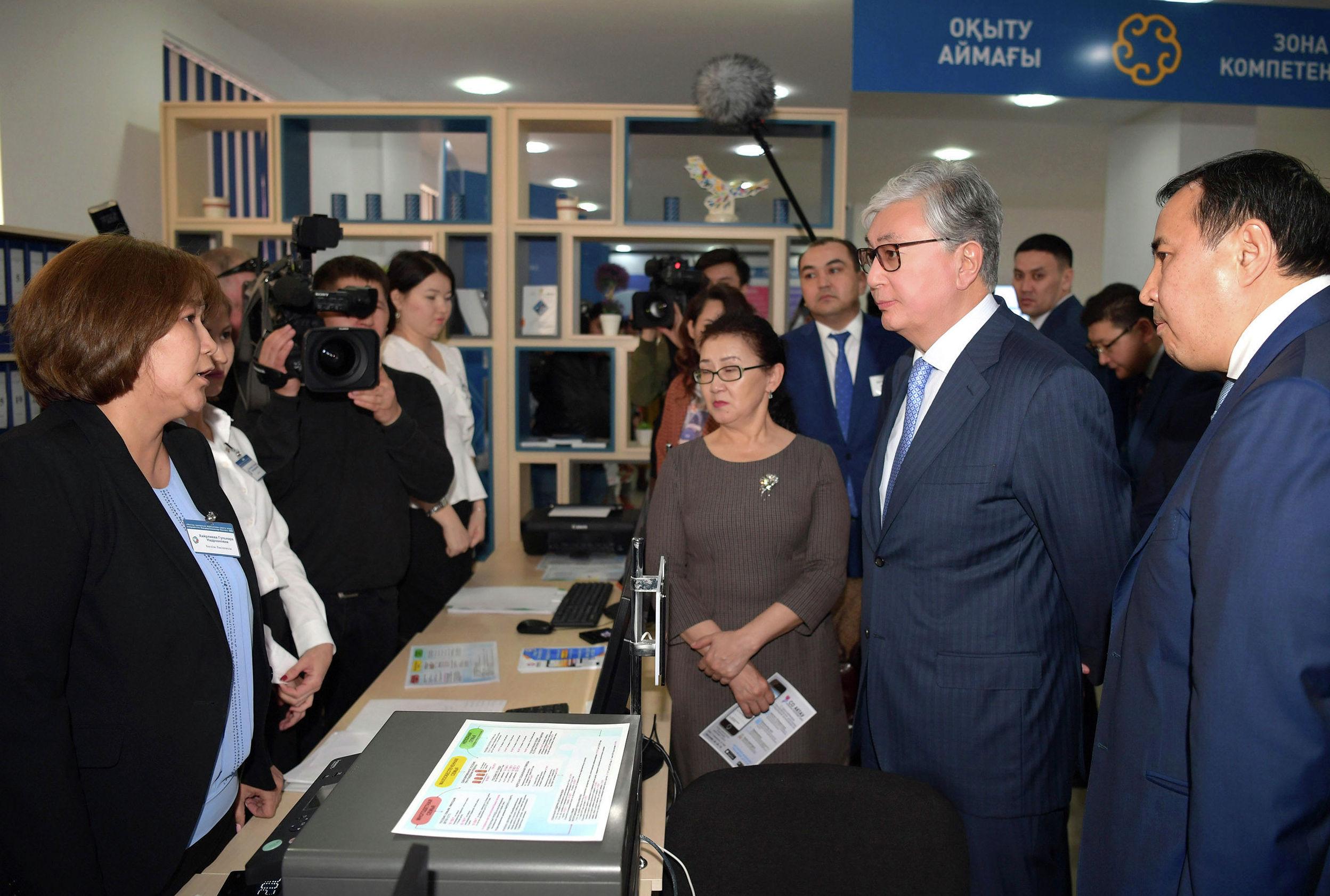 Посещение Касым-Жомартом Токаевым центра обслуживания предпринимателей города Актау