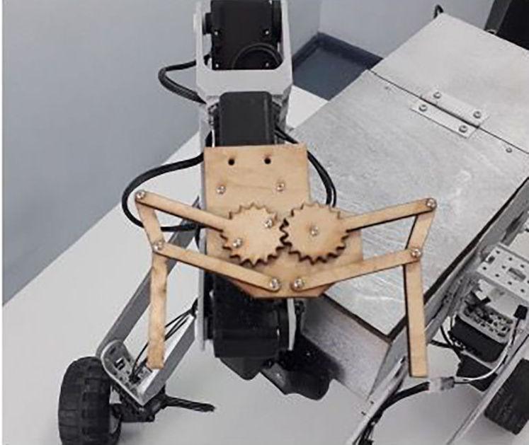 Оқушы Әлихан Тәліпбаев құрастырған робот
