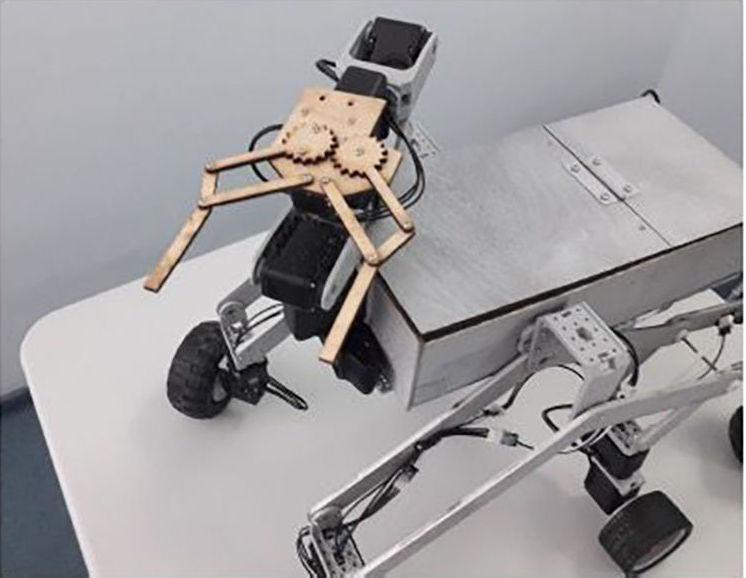 Жас ғалым Әлихан Тәліпбаев құрастырған робот