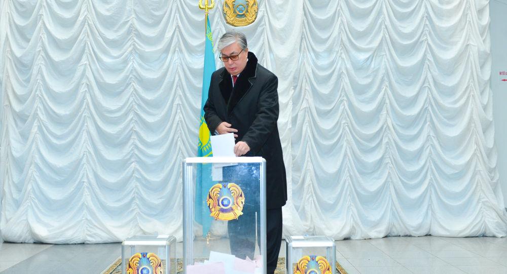 Касым-Жомарт Токаев на избирательном участке, архивное фото