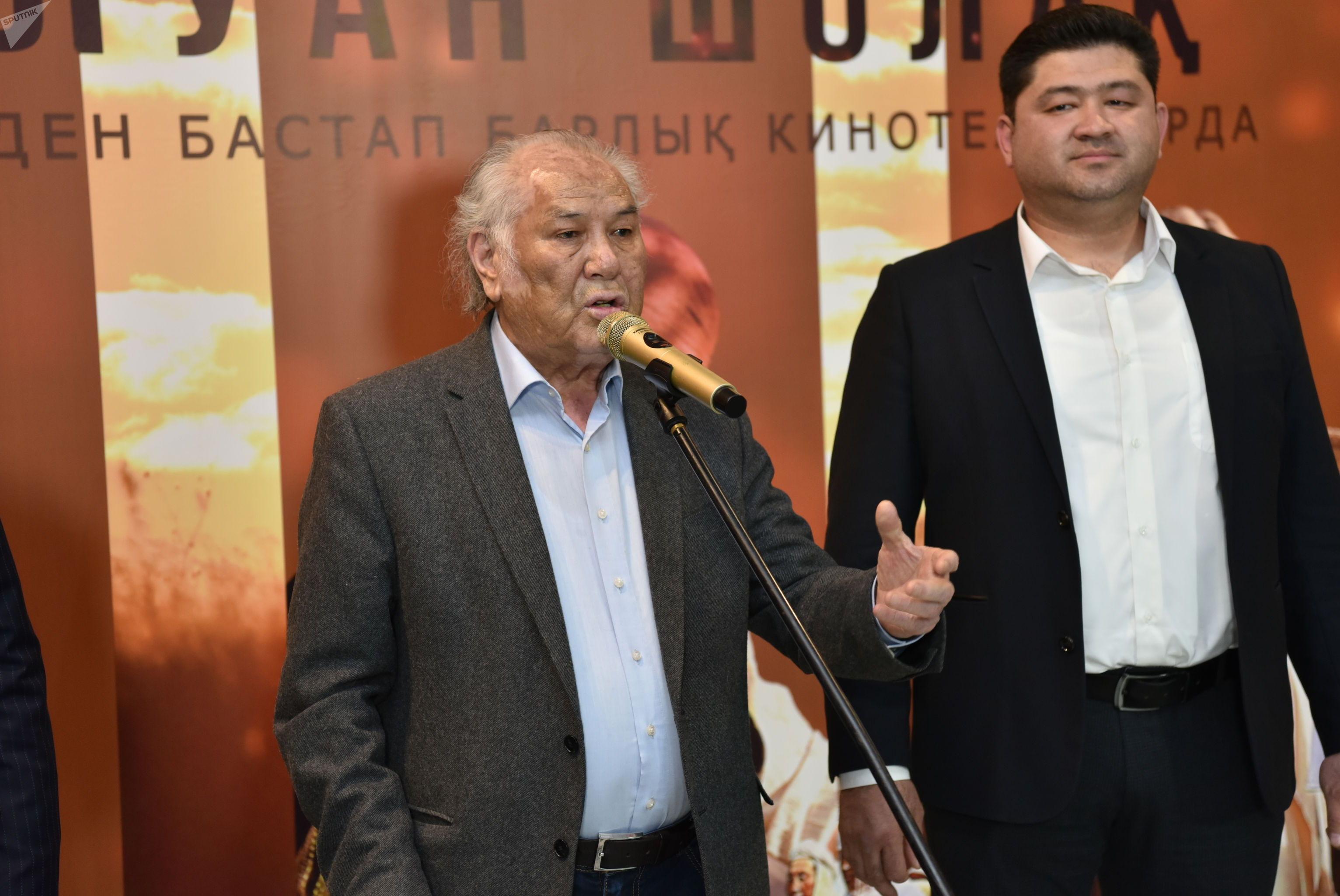 Премьера фильма Балуан Шолак, режиссер Нургелды Садыгулов (справа)