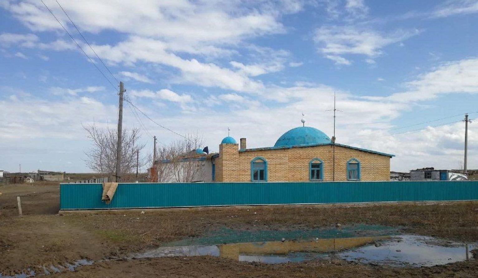 Мечеть в селе Бирлик, в которой произошел пожар