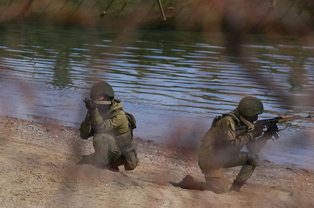 Военные учения на реке Или