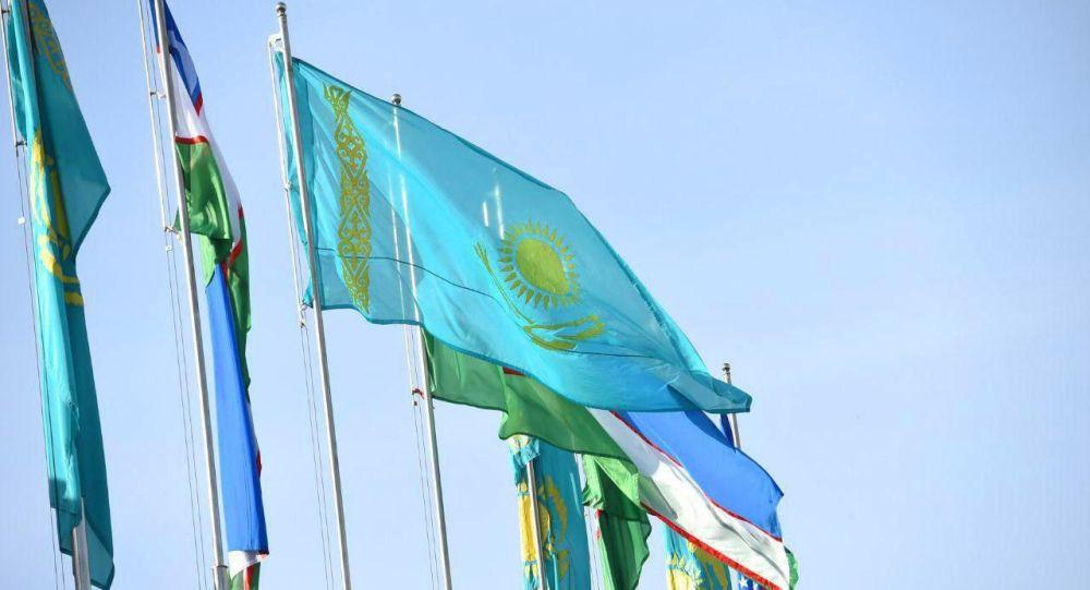 Флаги Казахстана и Узбекистана