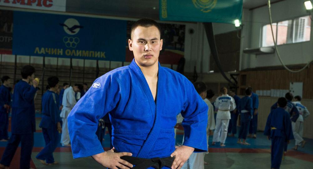 Победитель турнира по казакша курес Казахстан Барысы-2017 Еламан Ергалиев