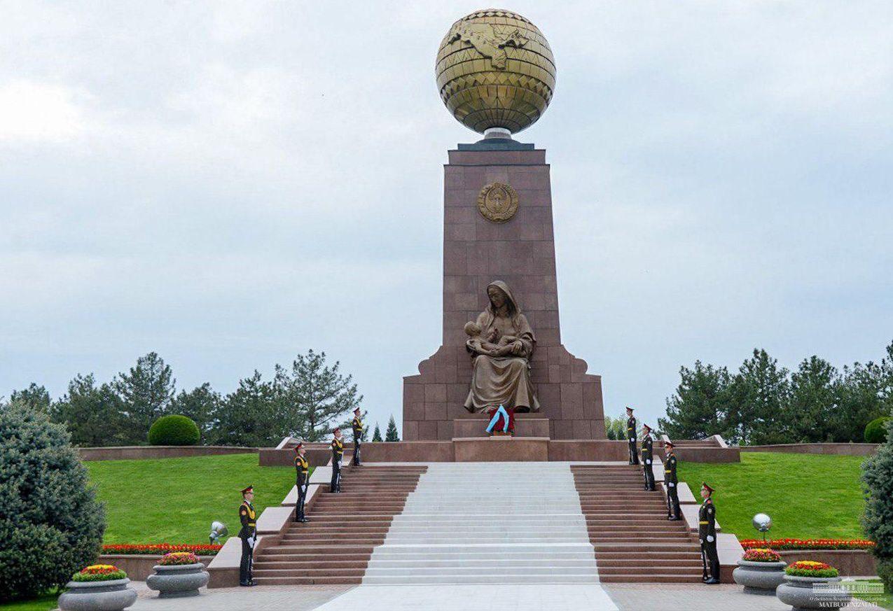 Монумент Независимости и гуманизма в Узбекистане