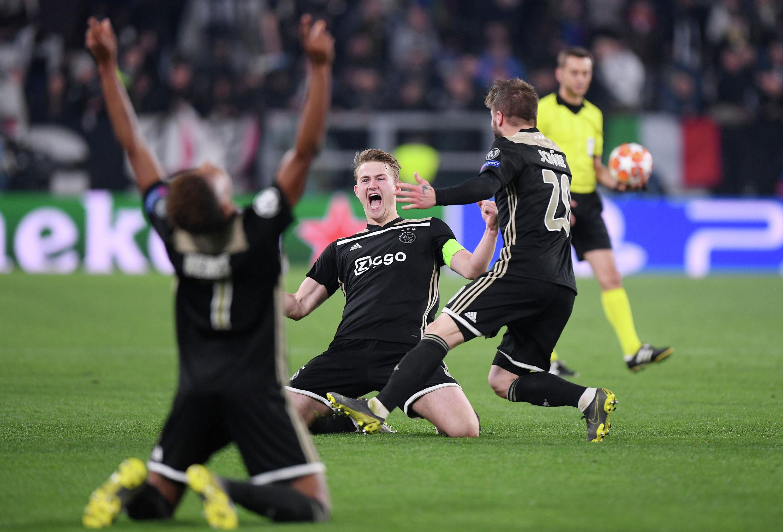 Амстердамский Аякс нанес поражение туринскому Ювентусу и вышел в полуфинал футбольной Лиги чемпионов